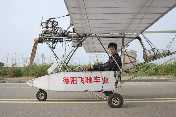 Самолет из металлических отходов