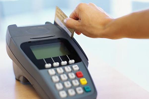 Стоит ли оплатить кредитной картой свои покупки в магазине
