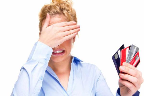 Как сделать, чтобы баланс кредитной карты не превратился в проблему