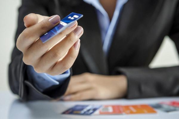 Может ли быть пользование кредитной картой выгодным?