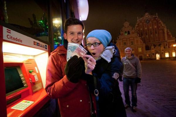 Цены в Латвии теперь будут в евро