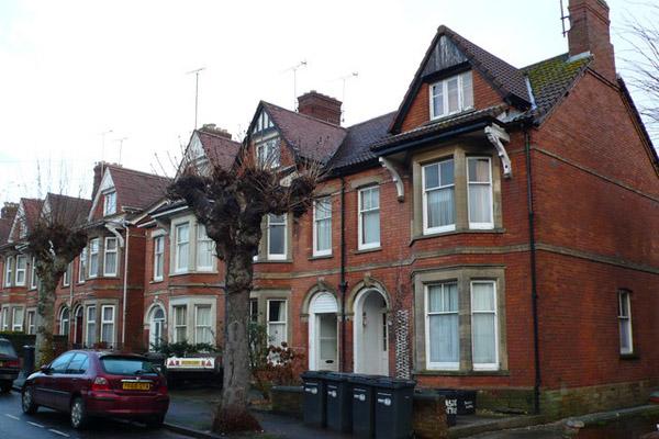 Кто и зачем покупает дома в Англии?