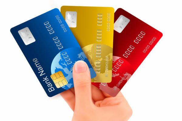 Стоит ли соглашаться, если банк предлагает взять кредитную карту при оформлении потребительского кредита?