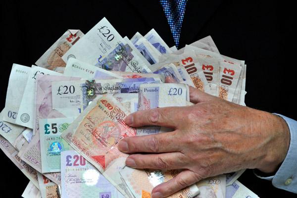Банковские работники останутся с бонусами. Ненадолго