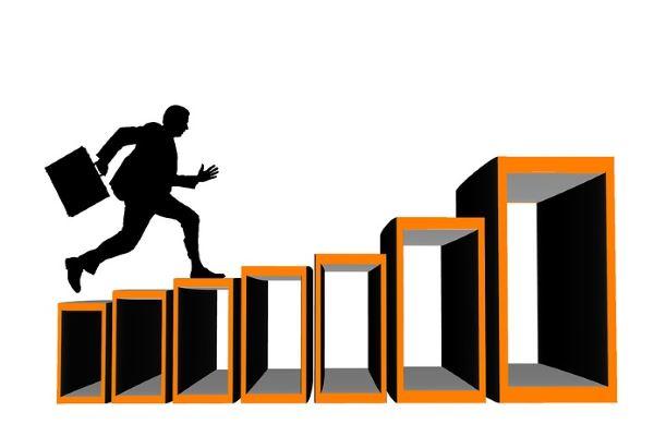 Почему карьерная лестница становится непреодолимой?