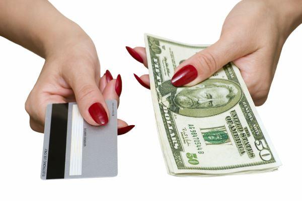 Потребительский кредит и кредитная карта: что предпочесть?