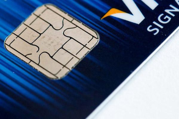 Американцев переводят на пластиковые карты с чипом