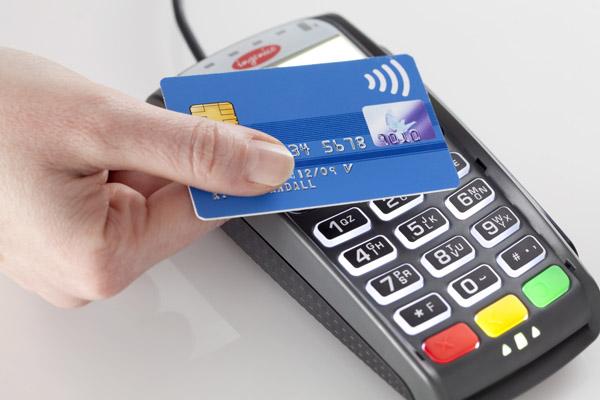 Бесконтактные платежи банковскими картами становятся все популярнее