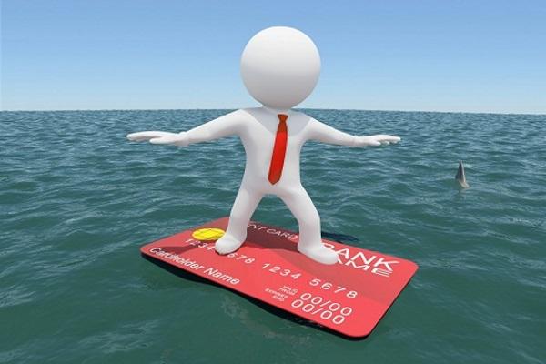 Стоит ли брать кредитную карту за границу?