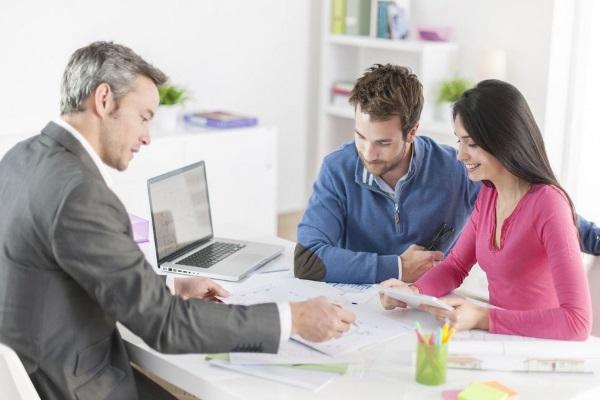 Стоит ли верить кредитному специалисту при оформлении ипотеки?