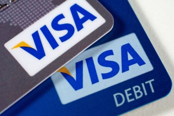 Почему стоит предпочесть дебетовую карту кредитной