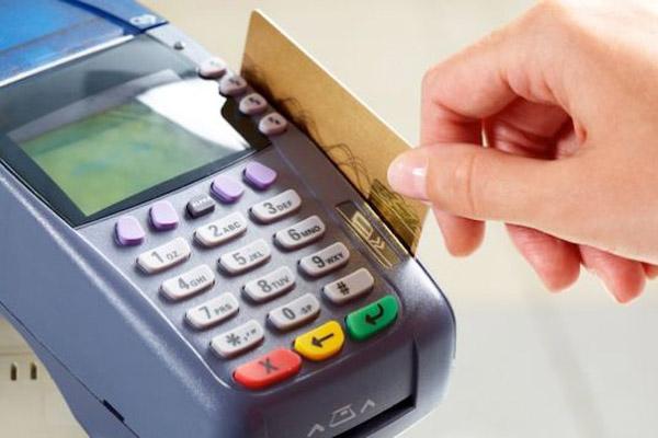 Всегда ли дебетовая карта лучше кредитной?