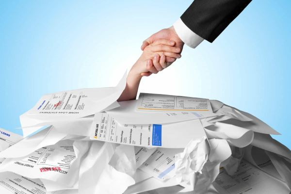Стоит ли обращаться к компаниям, которые помогают разобраться с кредитными долгами?