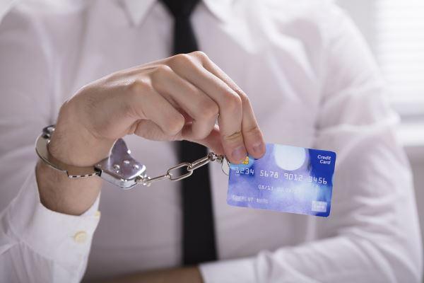 Как потребительские кредиты превращаются в  долговые ловушки