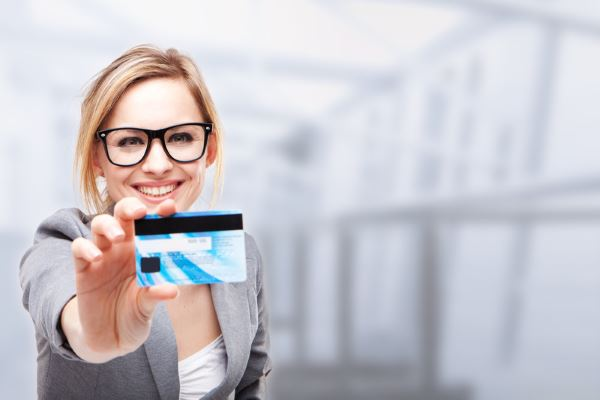 Как получить первую кредитную карту?