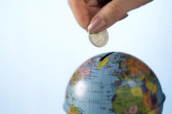 Как выгодно вложить деньги за рубежом – первые шаги
