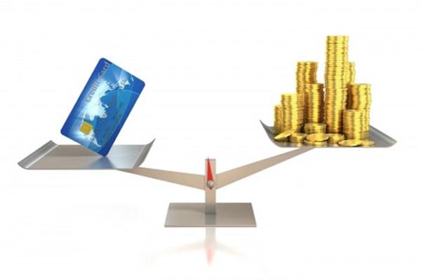 Потребительские кредиты и кредитные карты: что выбрать?