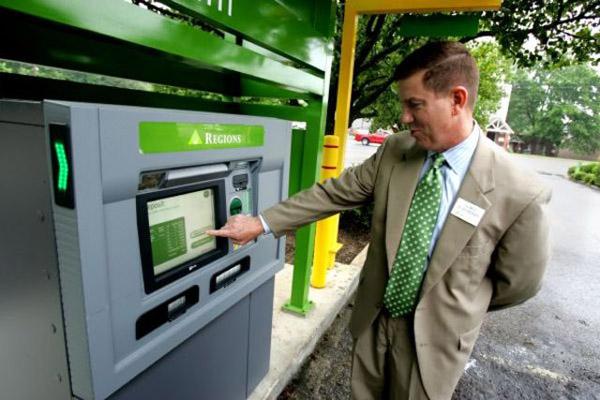 Функции банкомата нового поколения выдачей средств не ограничатся. Банки против