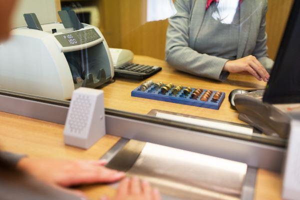 Как занять денег в долг в банке и не только