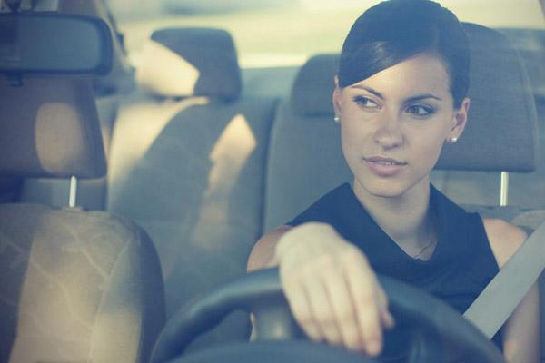 Женщина за рулем: как правильно выбрать «железного коня»