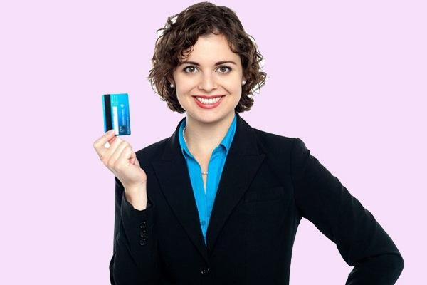 Какими способами можно получить кредитную карту?