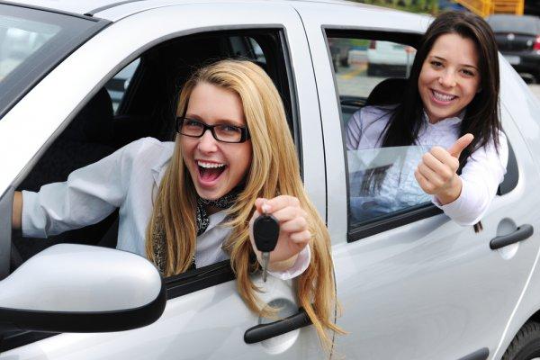 На каких условиях женщины могут брать кредит на покупку автомобиля?