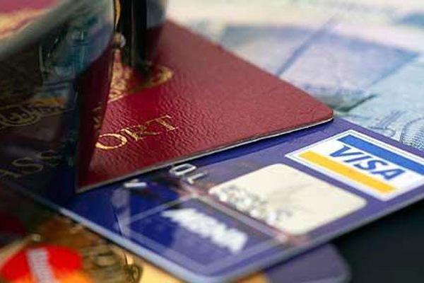 Как правильно использовать кредитные карты банков в зарубежных поездках?