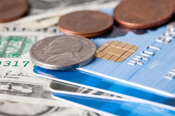 Какой банковский продукт выбрать – заем наличными или кредитную карту?