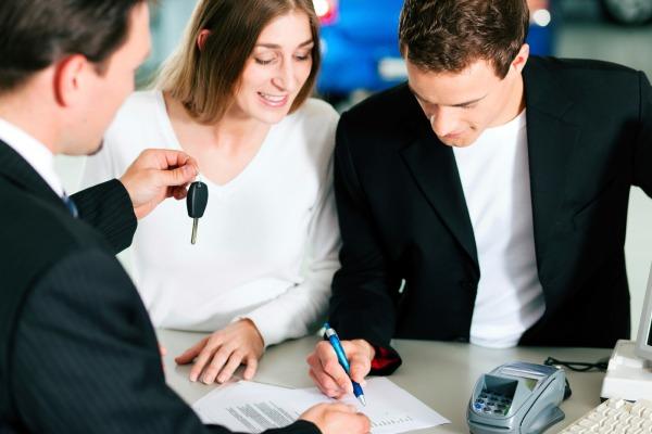 Нужен ли кредитный поручитель при оформлении займа на авто?