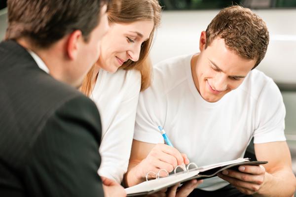 Кредит для друга: чем чреват для заемщика заем для третьего лица?