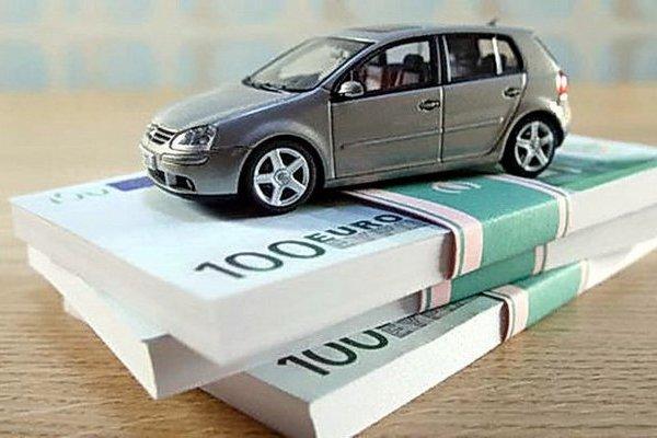 Покупка машины через получение потребительского кредита.