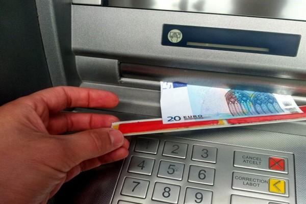 Мошенничество с кредитками: скотч-метод. Защита от мошенничества