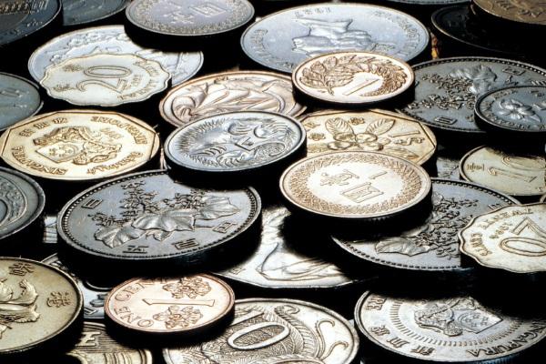 Какие монеты покупают инвесторы?