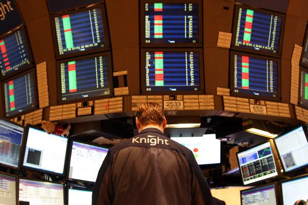 Почему изменяется цена акции?