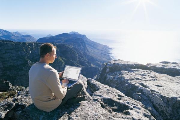 Работа через интернет: преимущества и недостатки удаленной деятельности