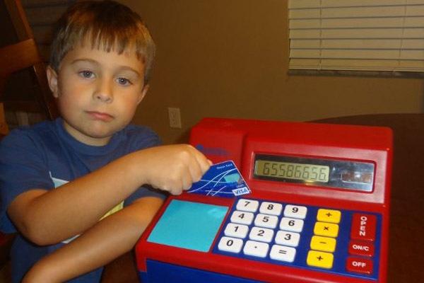 Детские кредитные карты - сколько будет стоить родителям самостоятельность ребенка?