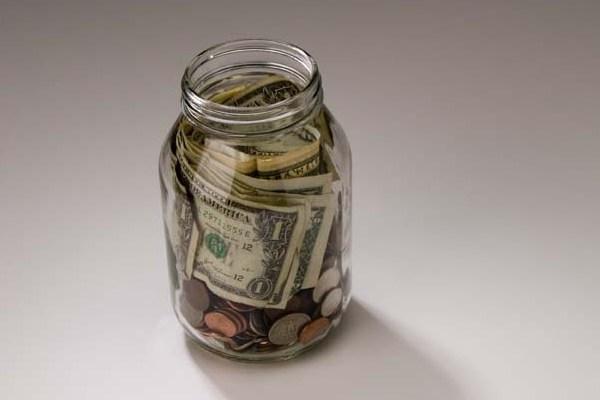 В чем лучше хранить личные сбережения?