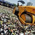 Медведев разрешил уничтожать нелегальный алкоголь