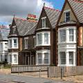 Британское правительство обвиняют в искусственном создании жилищного кризиса в стране